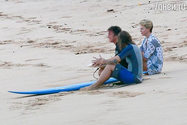 В конце 2013 года Шарлиз Терон и Шона Пенна впервые увидели вместе во время совместного отдыха на Гавайях