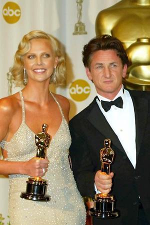 В 2004 году на вручении премии «Оскар» Шарлиз и Шон позировали вместе на звездной дорожке. На церемонии им обоим посчастливилось получить заветную статуэтку