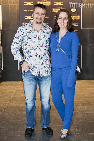 Александр Носик с супругой на премьере фильма «Красавица и чудовище»