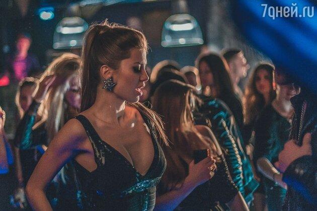 Виктория Боня в клипе на песню Егора Крида «Надо ли»