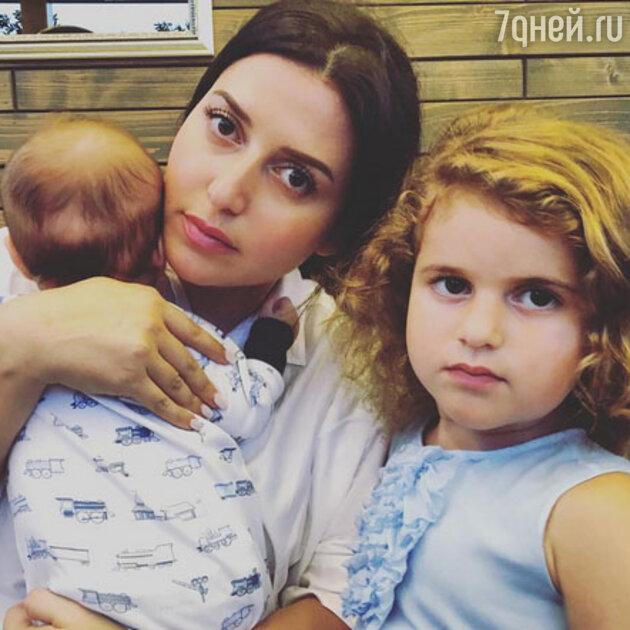 Жасмин с детьми: Мироном и Маргаритой