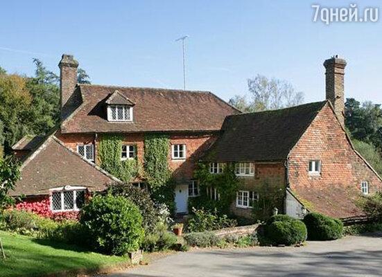 Чтобы задобрить Дафну, Милн купил чудесное поместье — Котчфорд-фарм в Суссексе, живописно раскинувшееся на холмах