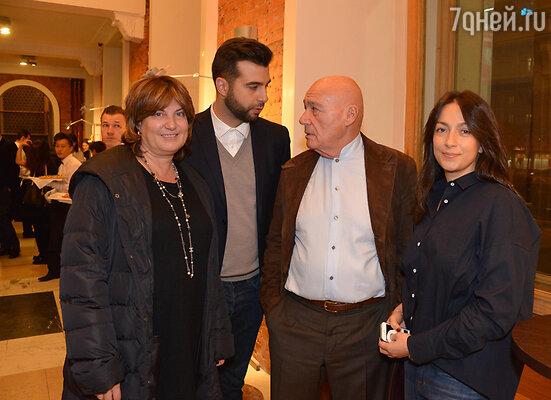 Иван Ургант и Владимир Познер с супругами