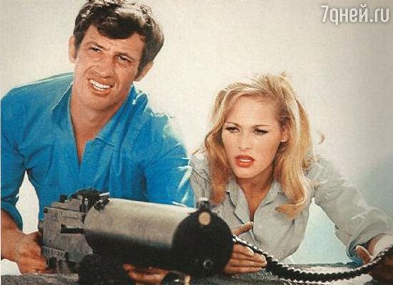 Подругой Бельмондо была «девушка Бонда» — швейцарская киноактриса Урсула Андресс, настоящий секс-символ европейского кино 60-х годов прошлого века
