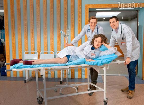 В новом сезоне ситкома «Интерны» наканале ТНТ зрители уже познакомились сновичками— Софьей, Алексеем и Максимом
