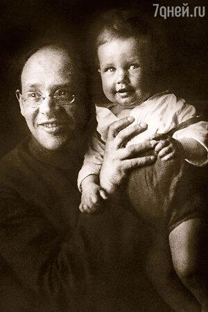 Исаак Бабель с сыном