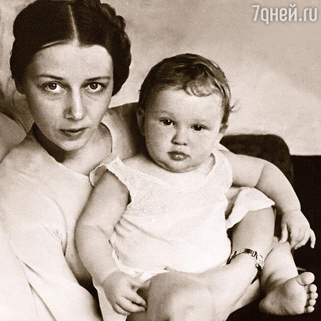 Антонина Пирожкова с дочерью Лидой