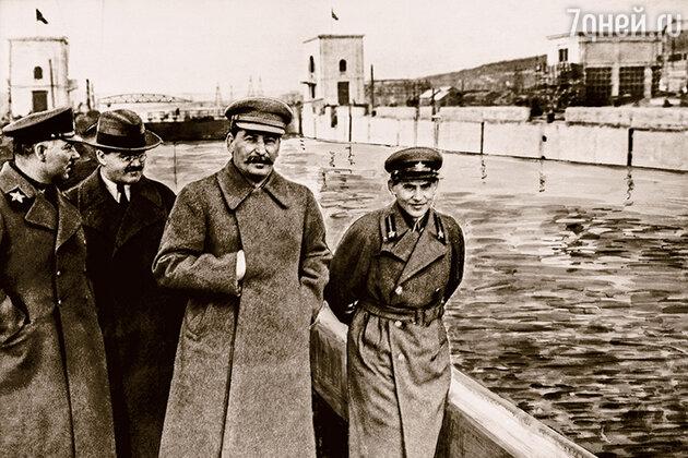 Ворошилов, Молотов, Сталин, и Ежов