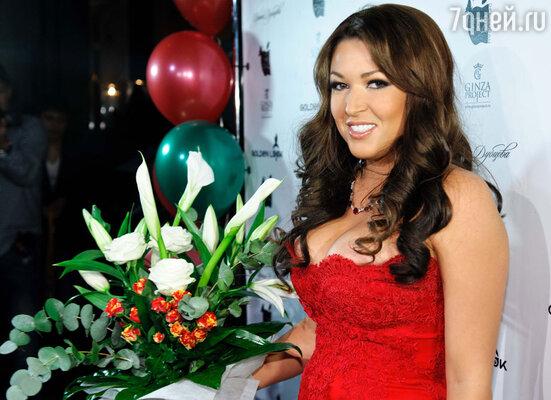 Ирине Дубцовой исполнилось «30 лет и 12 месяцев», - так  певица говорит о своем возрасте.   Торжество по случаю праздничной даты состоялось в ресторане «The Сад»