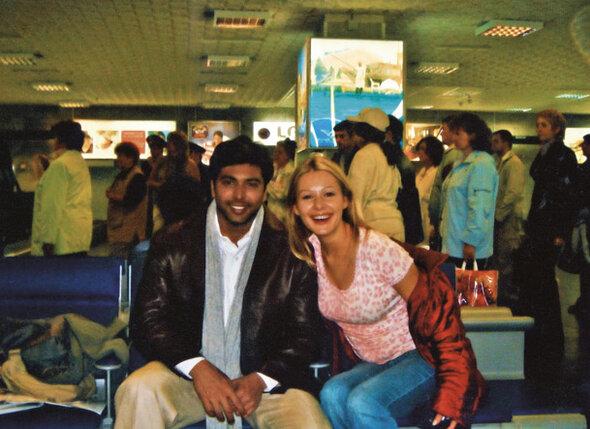 Мой партнер Джаям Рави начал ухаживать за мной еще в Москве