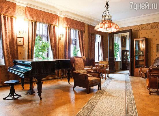Первым директором музея Скрябина, организованного в его бывшей квартире в Николо-Песковском, стала Татьяна Федоровна Шлёцер. Мемориальный музей находится там до сих пор