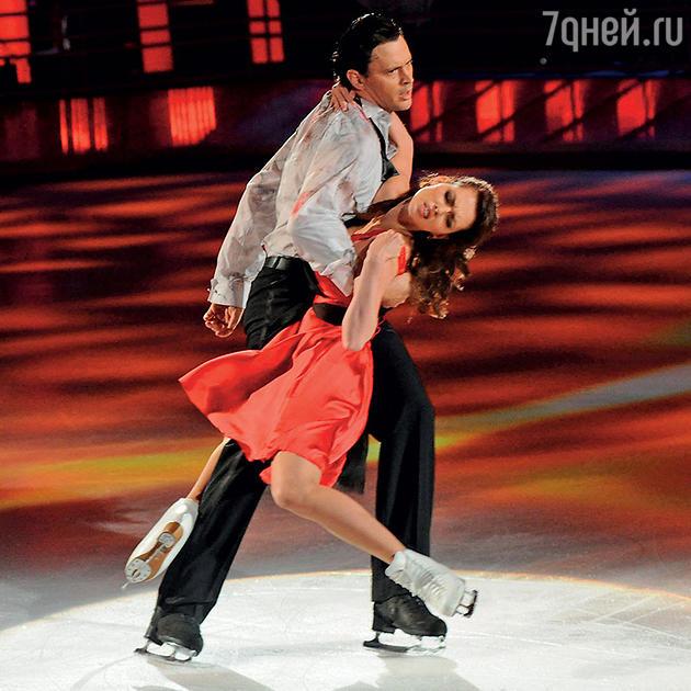 Лянка Грыу с фигуристом Максимом Марининым, 2013 год