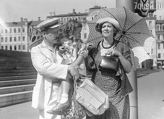Фаина Раневская с Петром Репниным в фильме «Подкидыш». 1939 г.