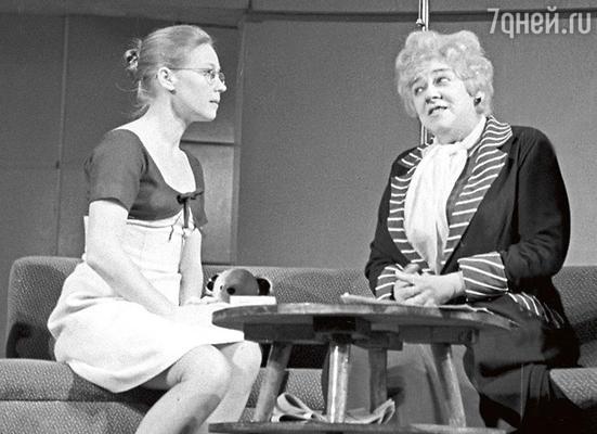 В спектакле «Странная миссис Сэвидж» в Театре имени Моссовета. 1966 г.