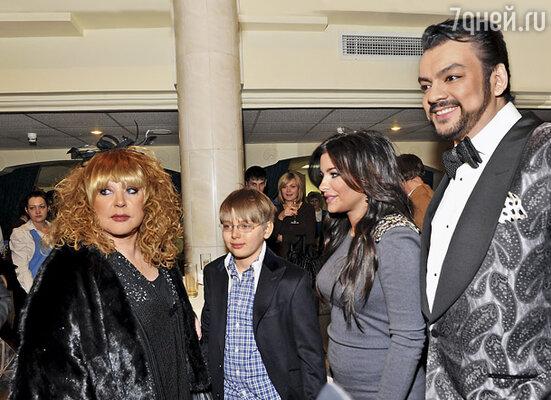 Несмотря ни на что, Алла продолжает общаться с Филиппом. Пугачева, ее внук Дени, Ани Лорак и Киркоров. Декабрь прошлого года