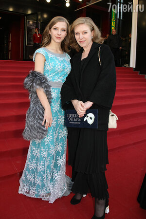Лиза Арзамасова с мамой