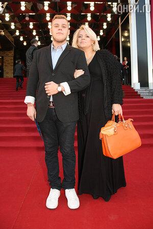 Яна Поплавская с сыном Никитой