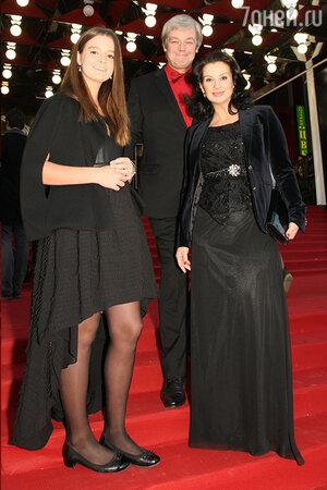 Александр и Екатерина Стриженовы с дочкой Сашей