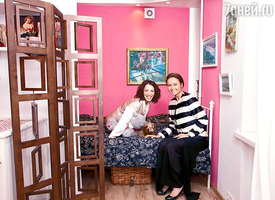 Вика демонстрирует Ляйсан Утяшевой спальню — раньше здесь была кухня