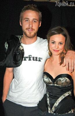 Рэйчел не слишком долго была невестой самого горячего парня планеты Райана Гослинга. На церемонии Movie Awards MTV2005, Лос-Анджелес