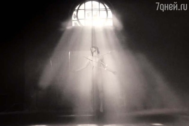 Филипп Киркоров в клипе на песню «Кумир»