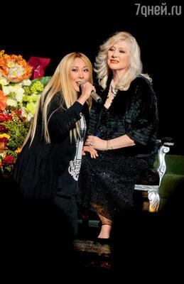 Поздравление от Аниты Цой: от блондинки — блондинке...