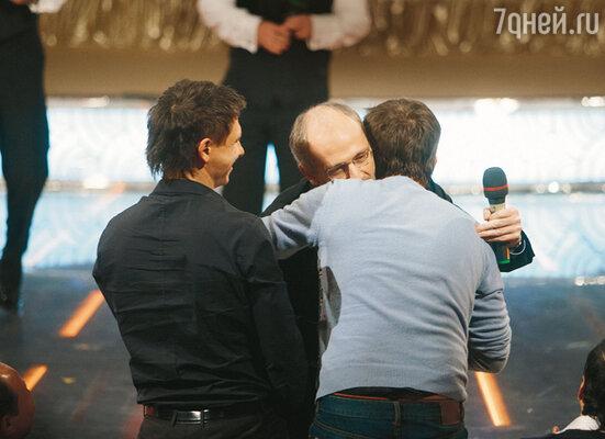 Александр Гордон с Гариком «Бульдогом» Харламовым и Тимуром «Каштаном» Батрутдиновым