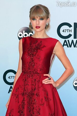 ������ ����� � ������ �� Elie Saab �� ��������� Country Music Awards 2013
