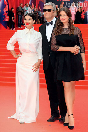 Екатерина и Александр Стриженовы с дочкой Сашей