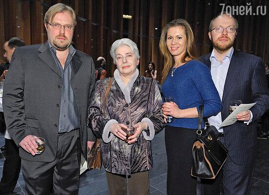 Наталья Солженицына с семьей