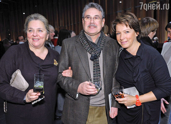 Павел Чухрай с супругой и Татьяна Юмашева (справа)
