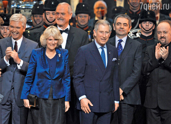 Роуэн дружит с принцем Чарльзом и часто оказывается в первых рядах на официальных церемониях дома Виндзоров