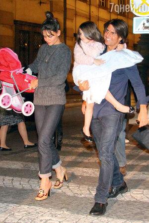 Кэти Холмс и Том Круз с дочкерью