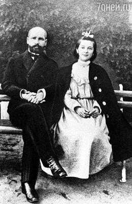 С дочерью Натальей, оставшейся калекой после теракта на Аптекарском острове. 1908 г.