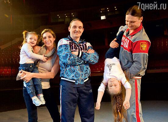 С женой Элен и младшей дочкой Эльзой, братом Эдгардом и старшей дочкой Евой