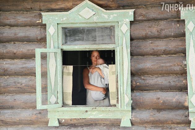 Анастасия Микульчина на съемках фильма «А зори здесь тихие»