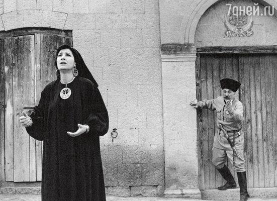 Нани Брегвадзе сыграла главную женскую роль в комедии «Ожерелье длямоейлюбимой». 1971 г.