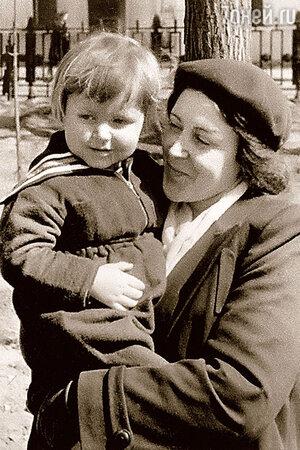 Мария Платонова с внуком Сашей