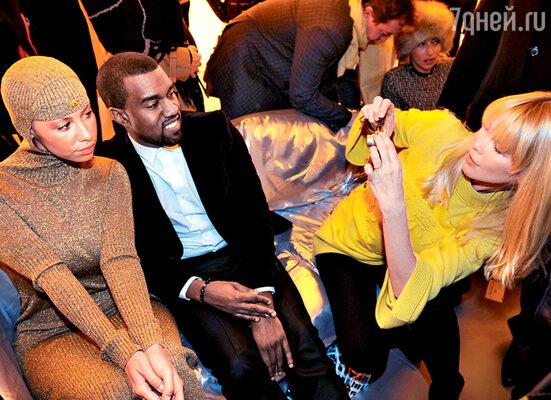 Топ-модель Клаудиа Шиффер в ожидании третьего ребенка осваивает азы фотографии. Дефиле «Chanel»