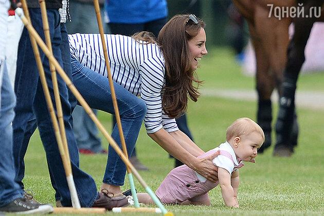 Кейт Миддлтон и принц Джордж на матче по поло