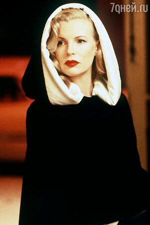 Ким Бейсинджер в фильме «Секреты Лос-Анджелеса» (1997)