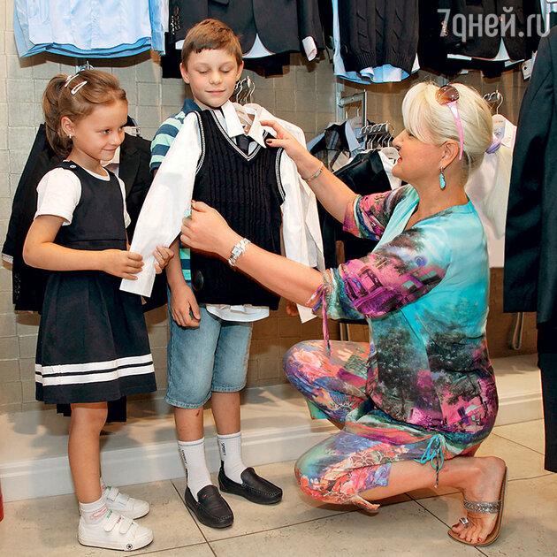 Маргарита Суханкина с детьми Лерой и Сережей