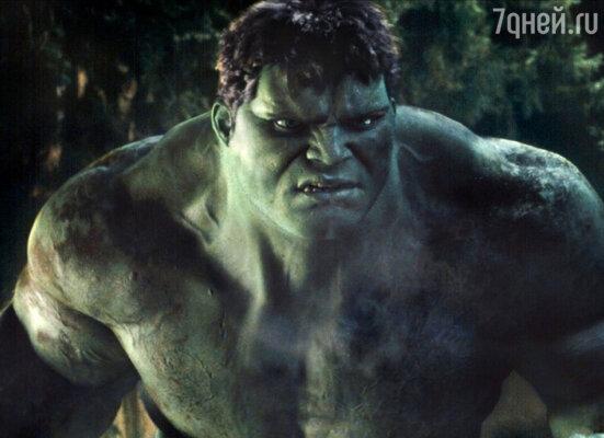 В экшене «Халк» Бана предстает в образе мускулистого монстра. 2003 г.