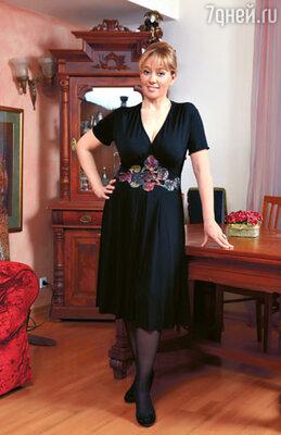 Вообще-то вещи черного цвета телеведущая обходит стороной, но для этого платья она сделала исключение