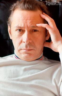 «Ефремов был живым человеком: и выпивал, и курил, иувлекался. Но больше всего меня поражало вОлеге отсутствие ревности — ичеловеческой, ирежиссерской». (Олег Ефремов 1973 г.)
