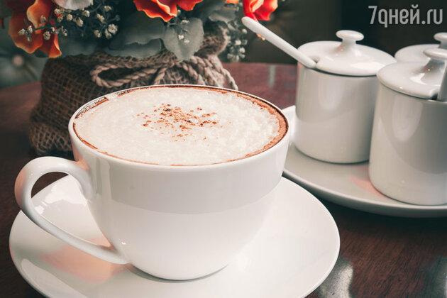 В Россию обычай пить кофе привез Петр I.