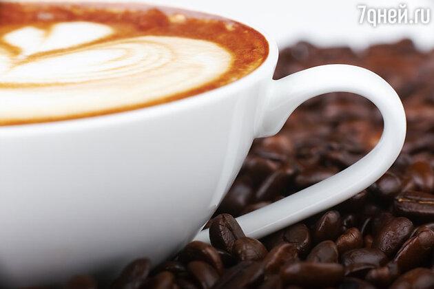 Весь XI век кофейные зерна жевали сырыми, и только в 1103 году, когда в монастыре случился пожар, кофейные зерна подгорели и, к большому удивлению монахов, свойства, возбуждающие нервную систему, только усилились. С тех пор кофейные зерна стали жарить.