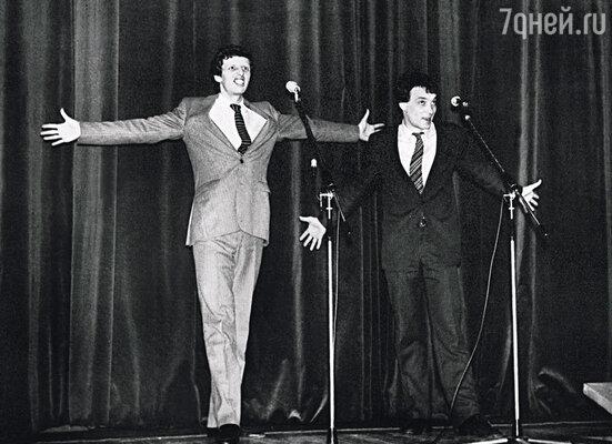 Однажды Сережу с Мишей Ширвиндтом позвали выступать в универмаг на Новом Арбате. Муж пришел домой гордый, как лев — с ним расплатились продовольственным пайком