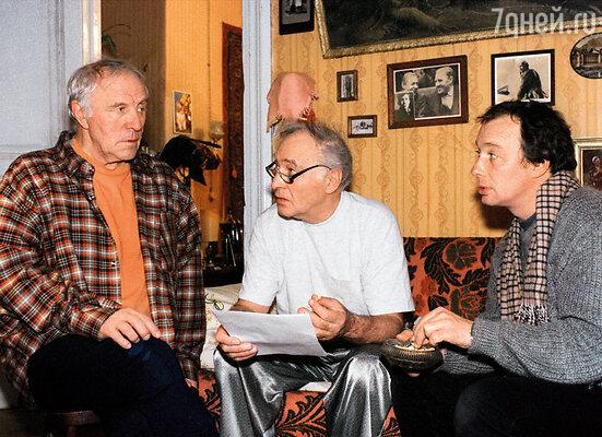 В «Сочинении ко Дню победы» я на площадке сталкивалась с Ульяновым, Тихоновым, Ефремовым. Невероятные актеры. Рабочий момент съемок, 1997 год