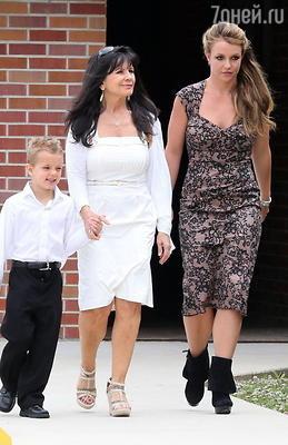 Бритни Спирс с матерью Линн и сыном Джейденом